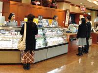 「さけ茶漬」をはじめ、店内には加島屋の味覚が勢ぞろい。